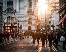 Mengapa banyak orang menggunakan jasa pembuatan toko online?